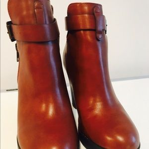 💥FOREVER 21 CARAMEL HEELED BOOTS-4 INCHES